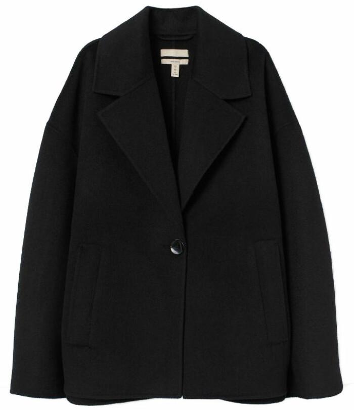 klassisk svart kappa i kort modell från H&M
