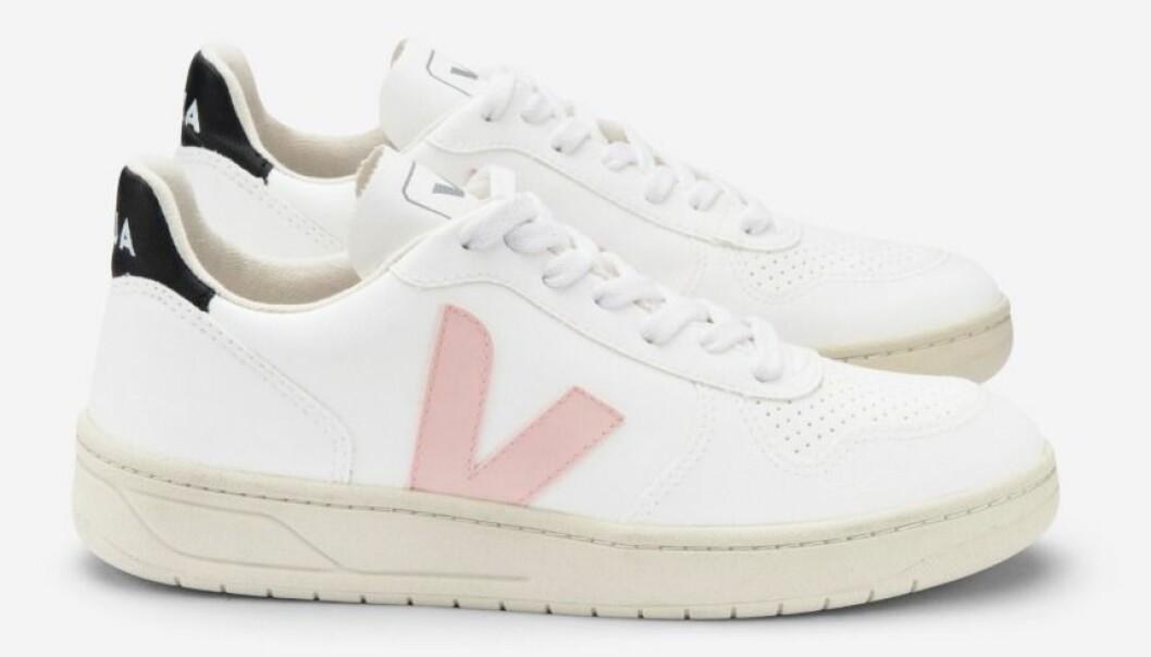 Klassiska sneakers från Veja med en rosa touch