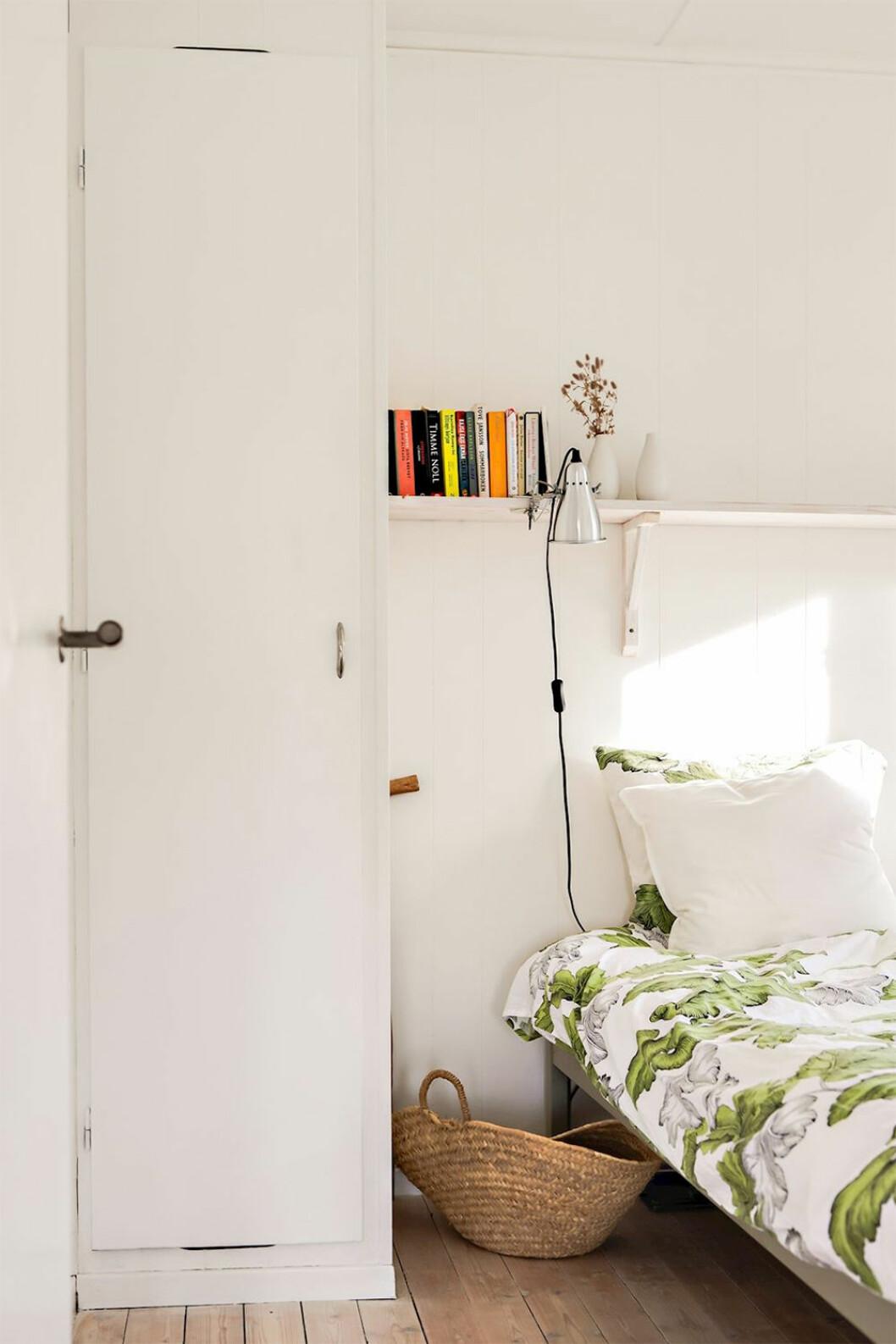 Somrigt sovrum i vitt och grönt