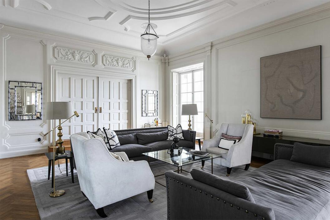Stilfullt vardagsrum hemma hos Malin Glemme