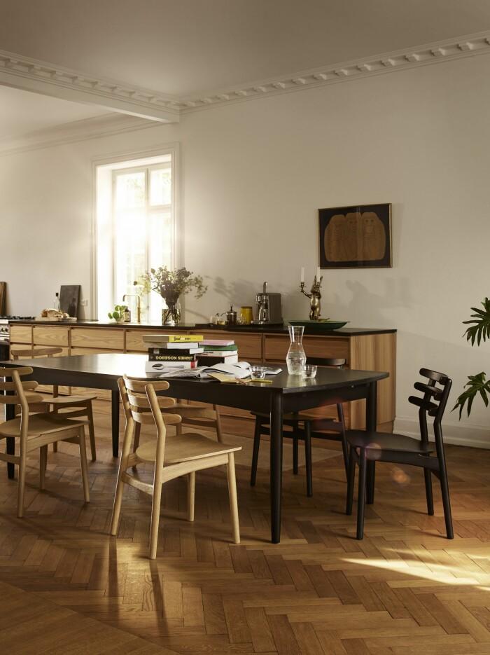 kök och matplats i trä från danska FDB Möbler