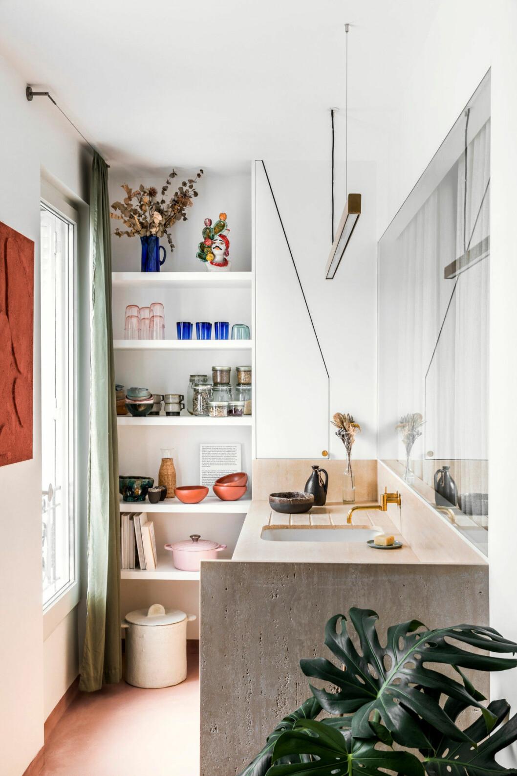 Kök hos inredningsarkitekten Rebecca Benichous i Paris