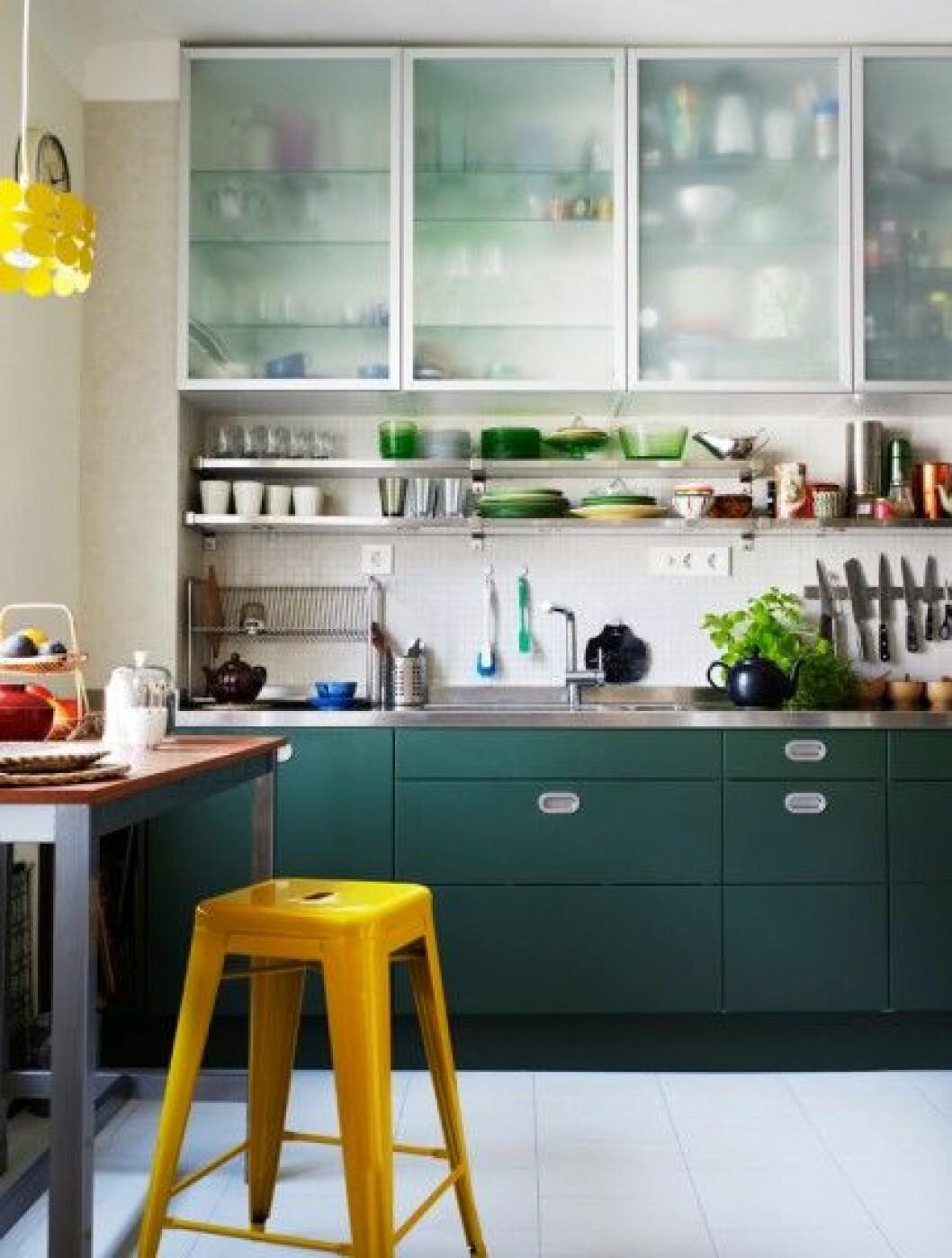 kök-retro-måla-om-luckor-grönt-foto-Patric-Johansson