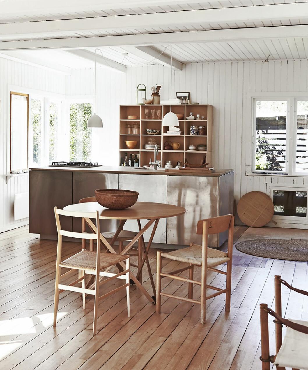 Kök i rostfritt och trä - skapa stilen
