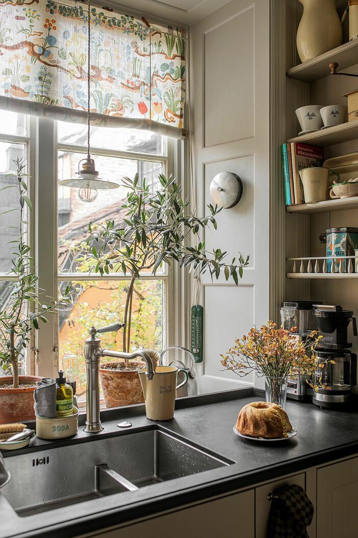 köksfönster mot gården