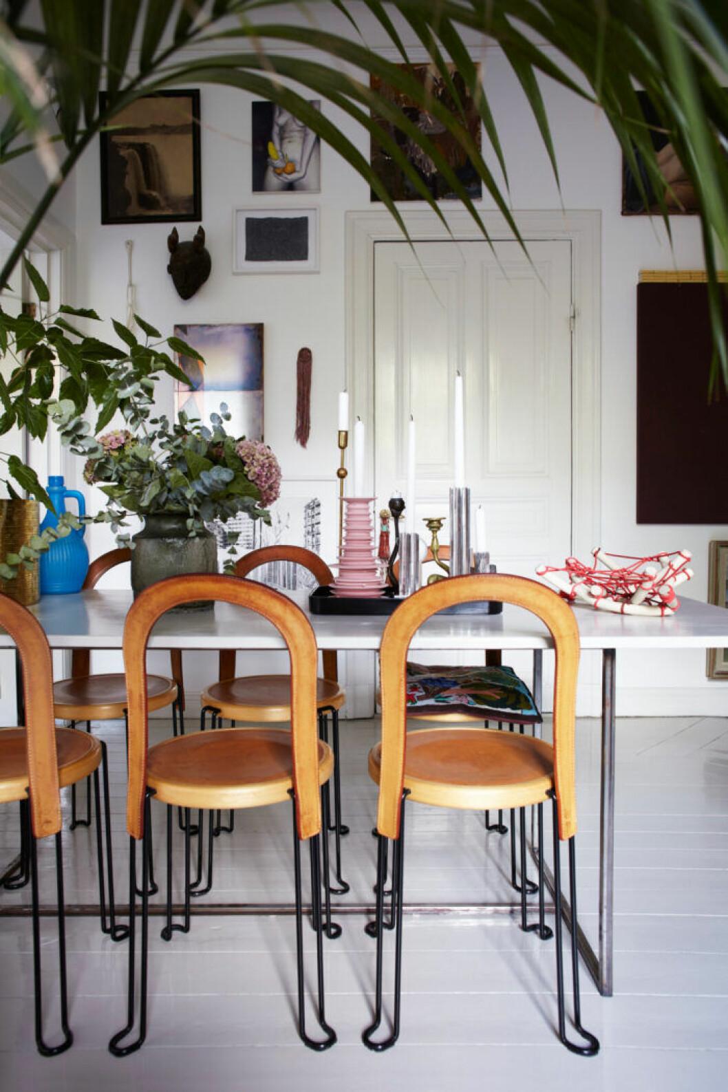Matplats med växter och ljusbruna stolar Oblado från Blå Station