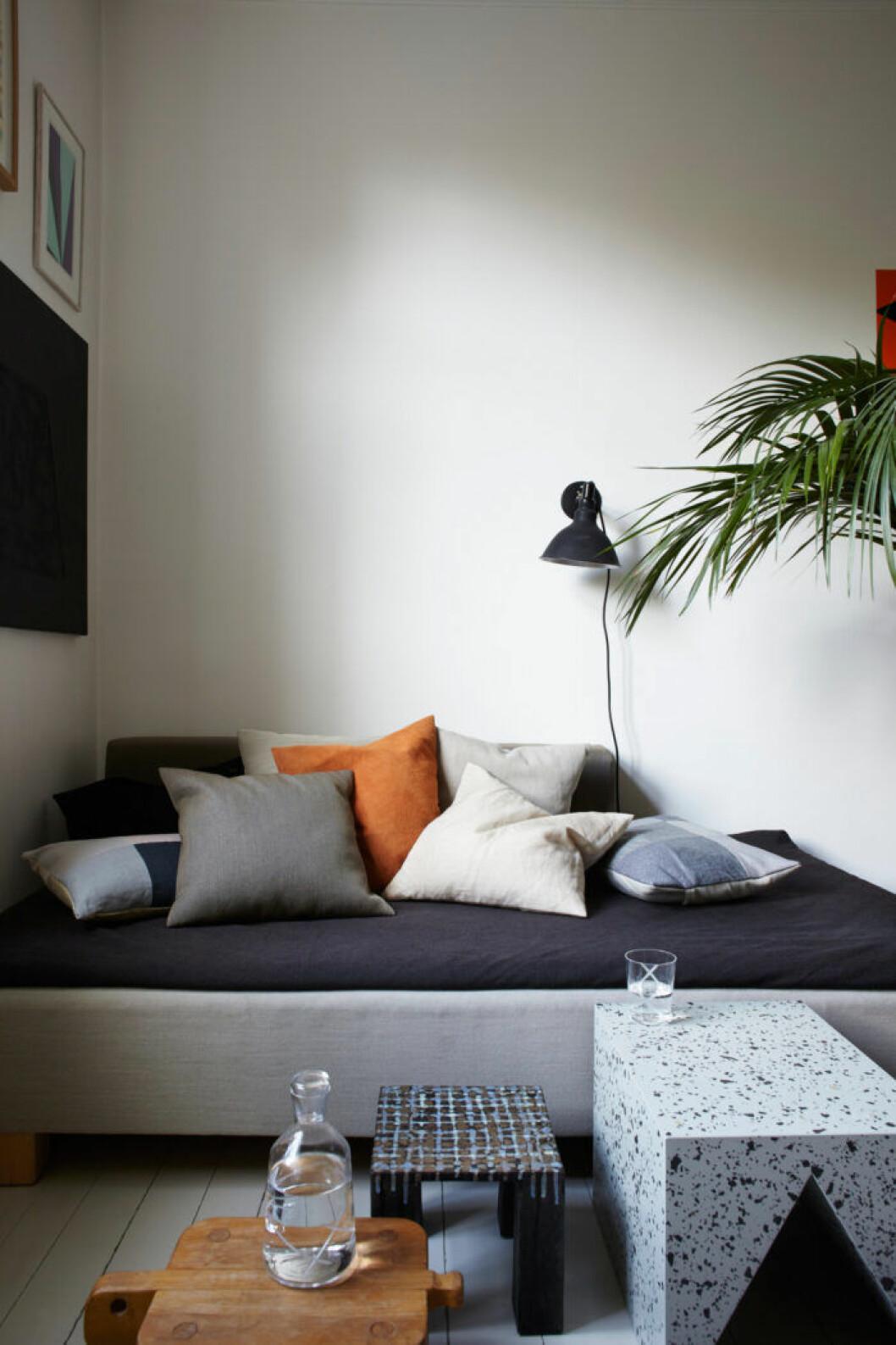 Soffa och lampa fyndade på loppis