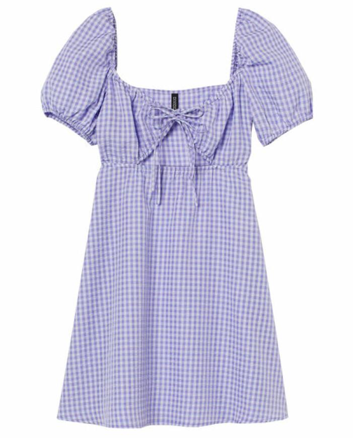 lila kort klänning