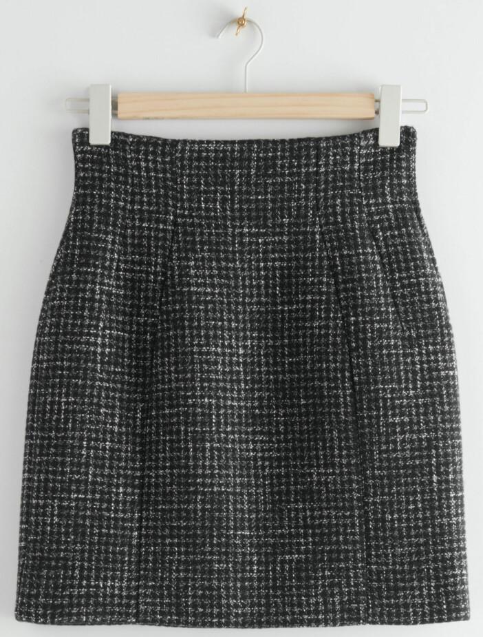 Kort kjol med rutmönster från & other stories