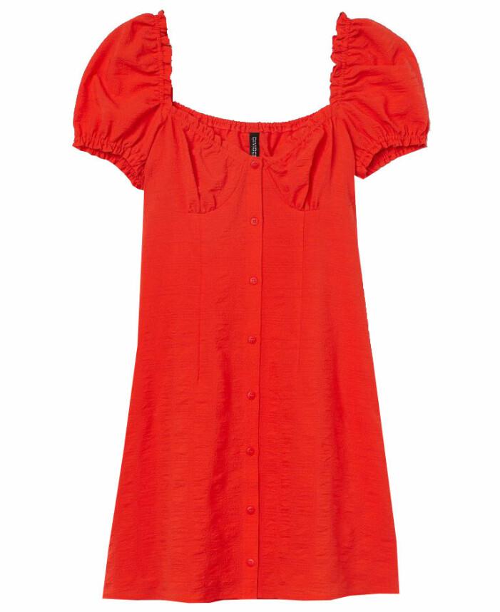 röd kort klänning med puffärm