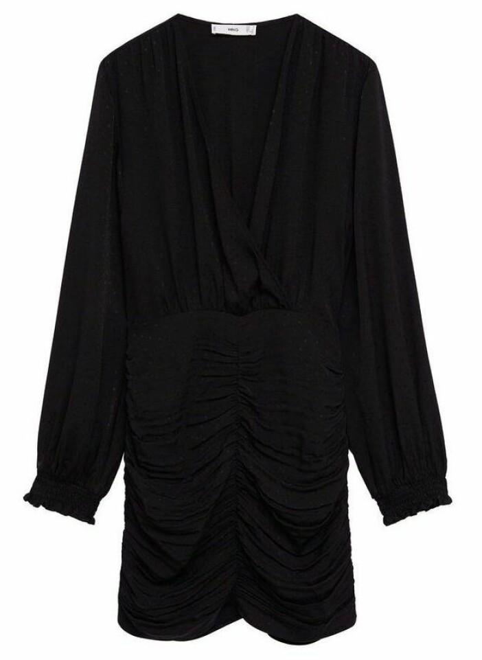 Kort klänning med drapering och puffärm från Mango.