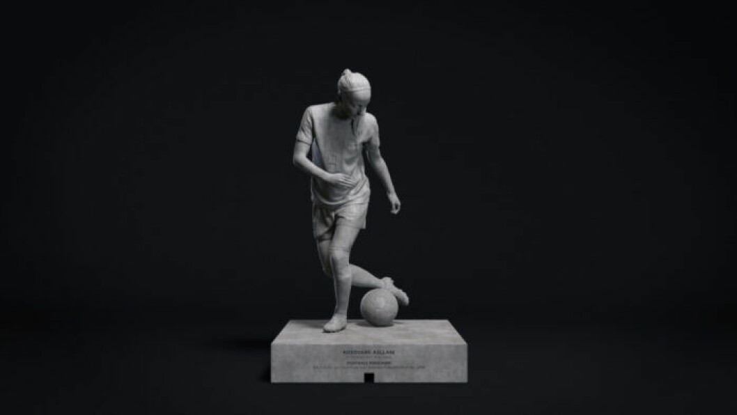 Kosovare Asllani som staty