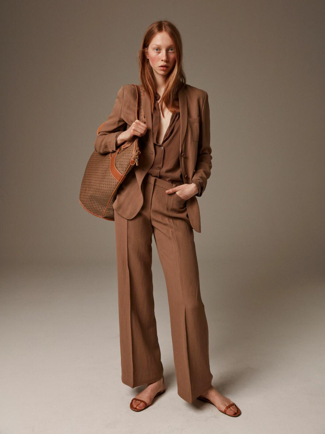 Kostym från Armani och väska från Gucci
