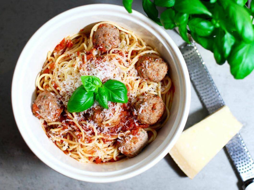Italienska köttbullar med tomatsås & spaghetti.
