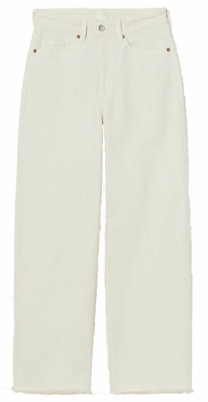 Krämvita jeans från H&M med högmidja och raka, något vida ben med rå kant
