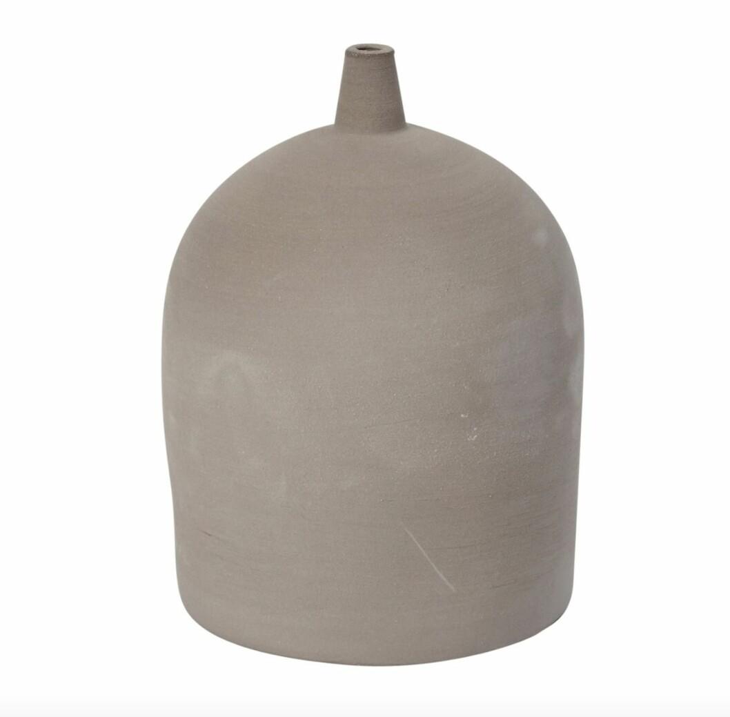 Den mindre vasen Dome från Kristina Dam är en liten och härlig vas i stengods.