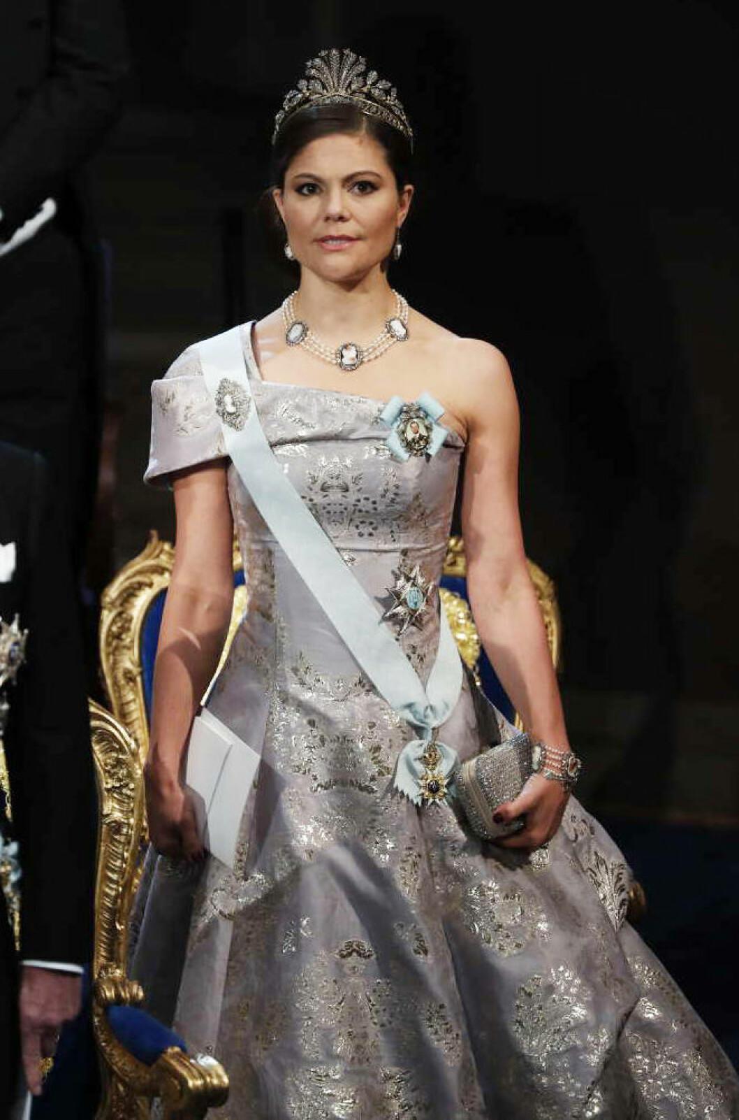 Kronprinsessan Victoria i en klänning från H&M.