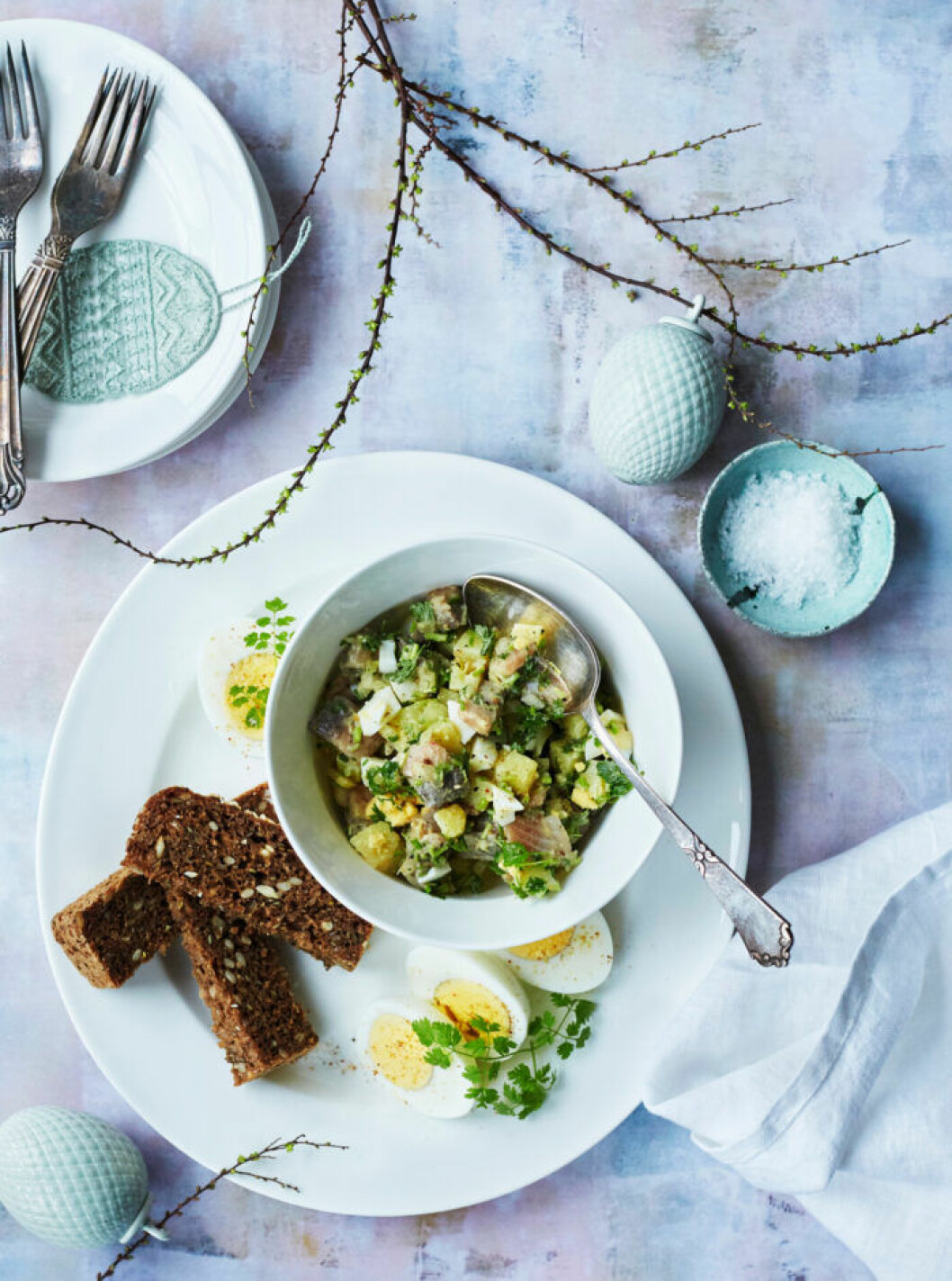 Recept på kryddig sillsallad med ägg