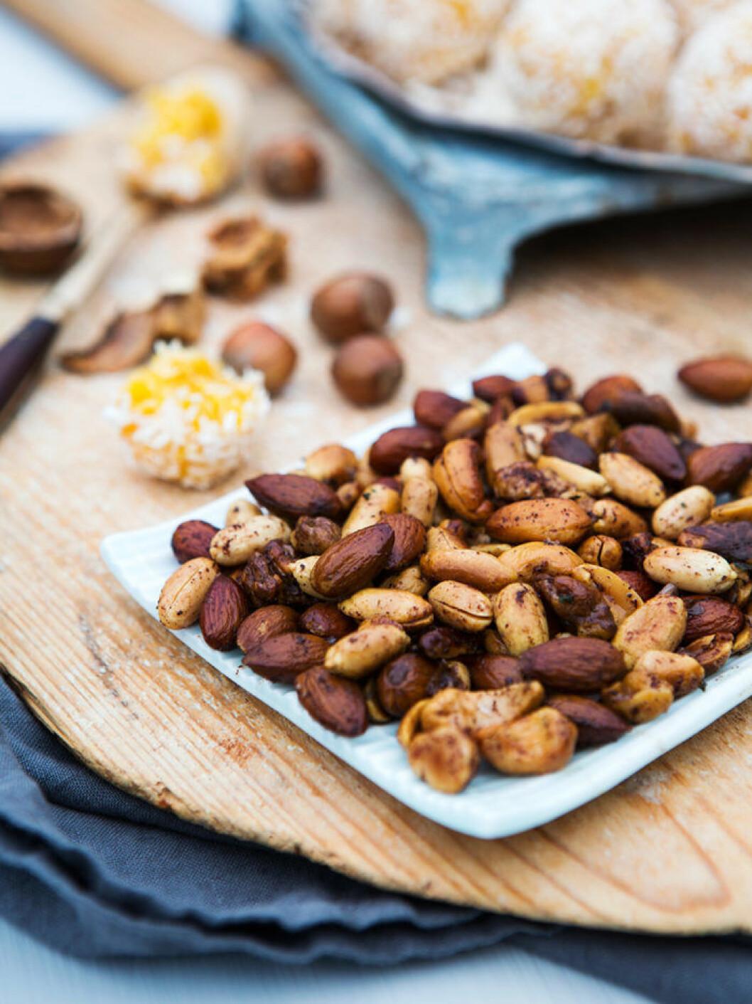 Kryddrostade nötter.