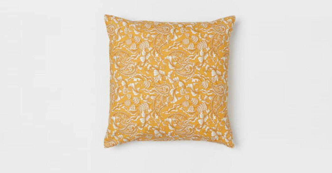 gul blommig kudde