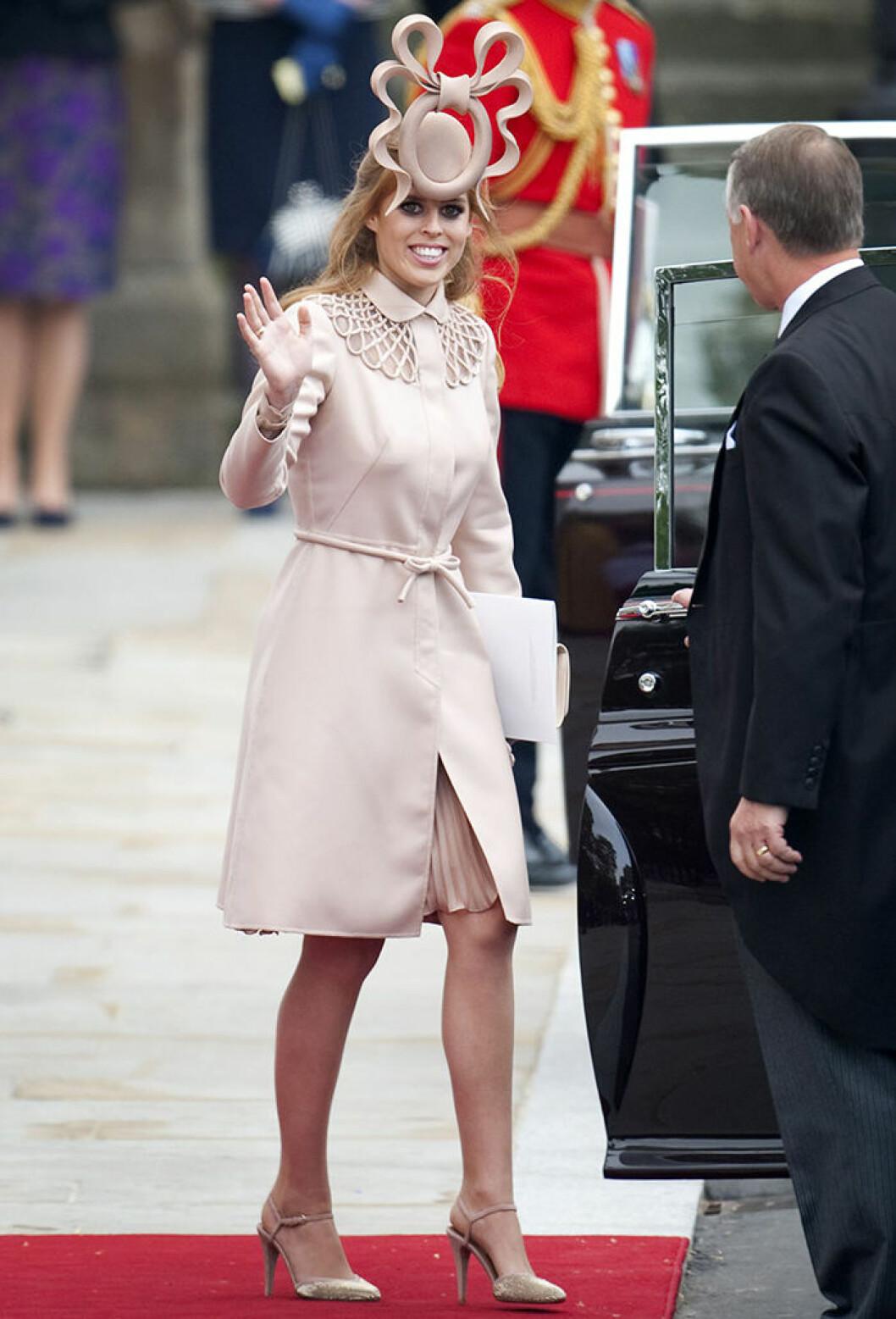 Prinsessan Beatrices hatt väckte uppmärksamhet vid Williams och Kates bröllop 2011