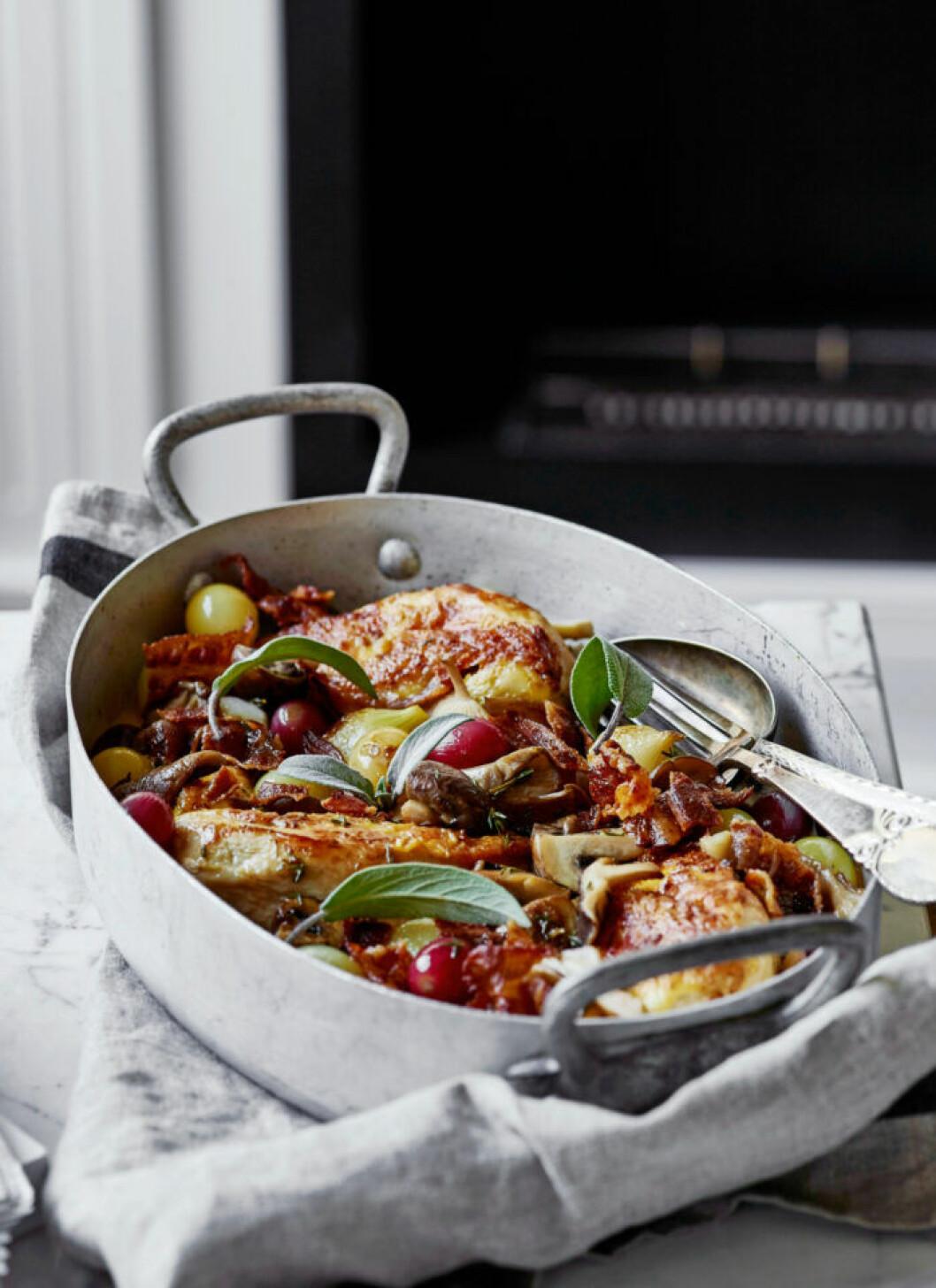 Recept på kyckling i ugn med svamp, bacon och salvia