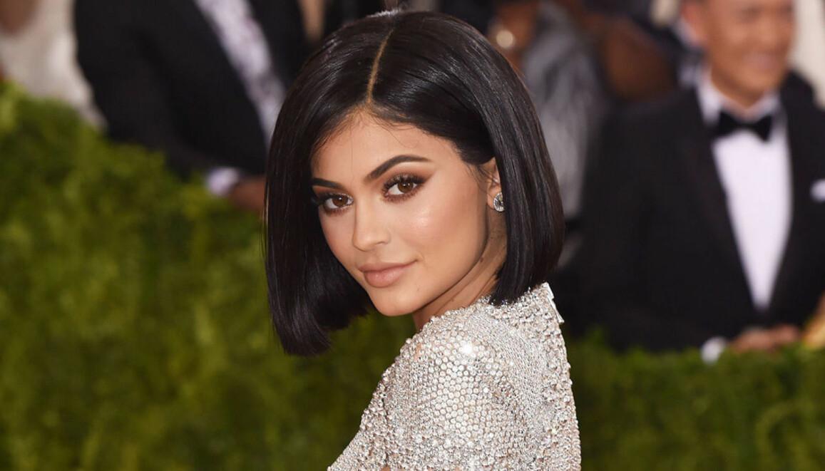 Kylie Jenner poserar på röda mattan