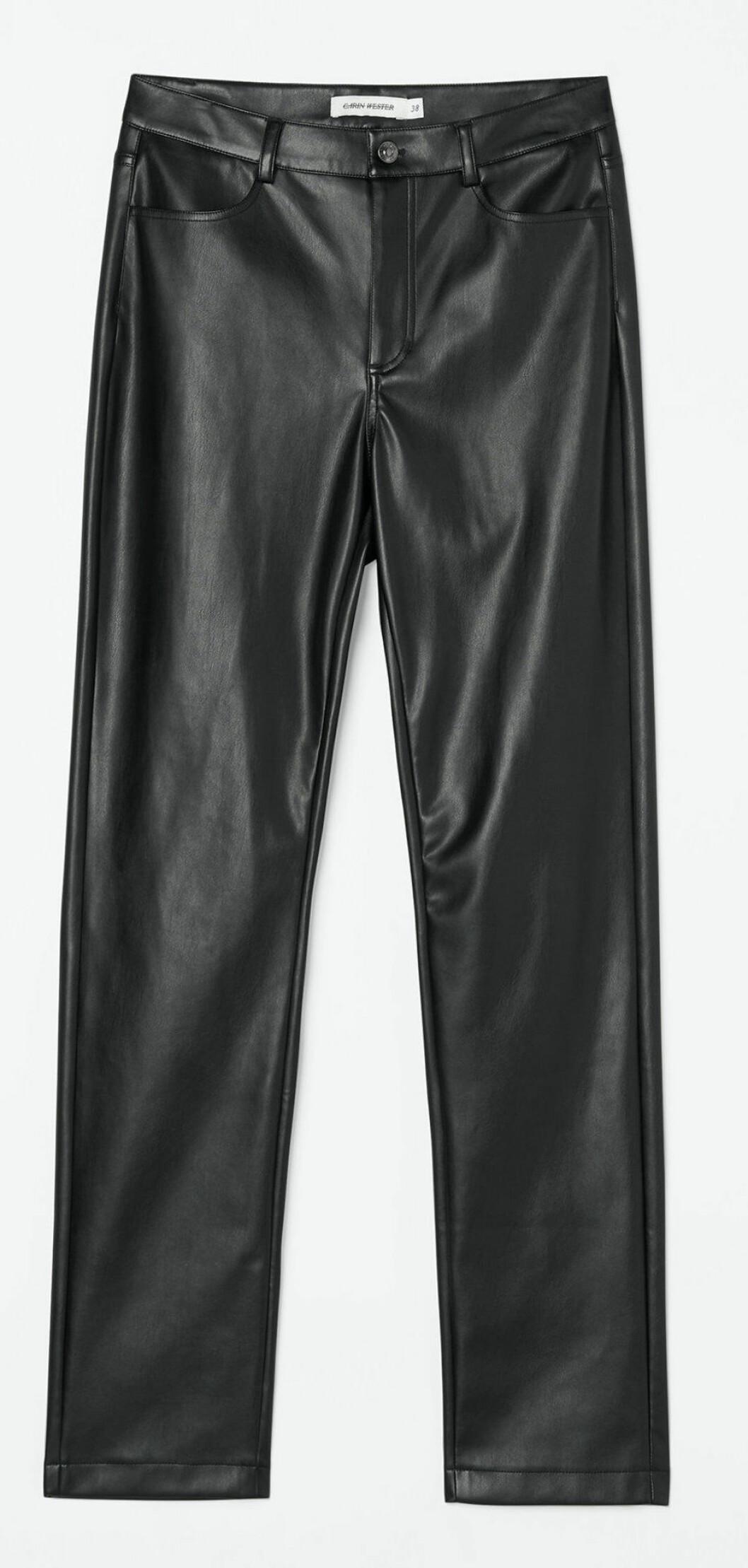 Byxor i läderimitation från Carin Wester