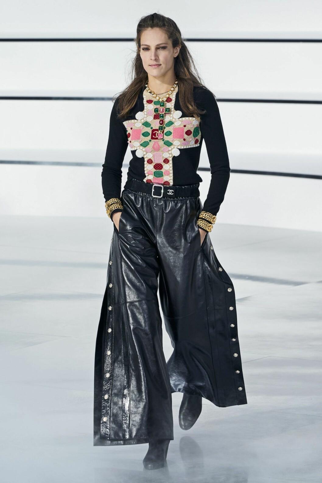 Läderbyxan 2.0 hittar vi hos Chanel.