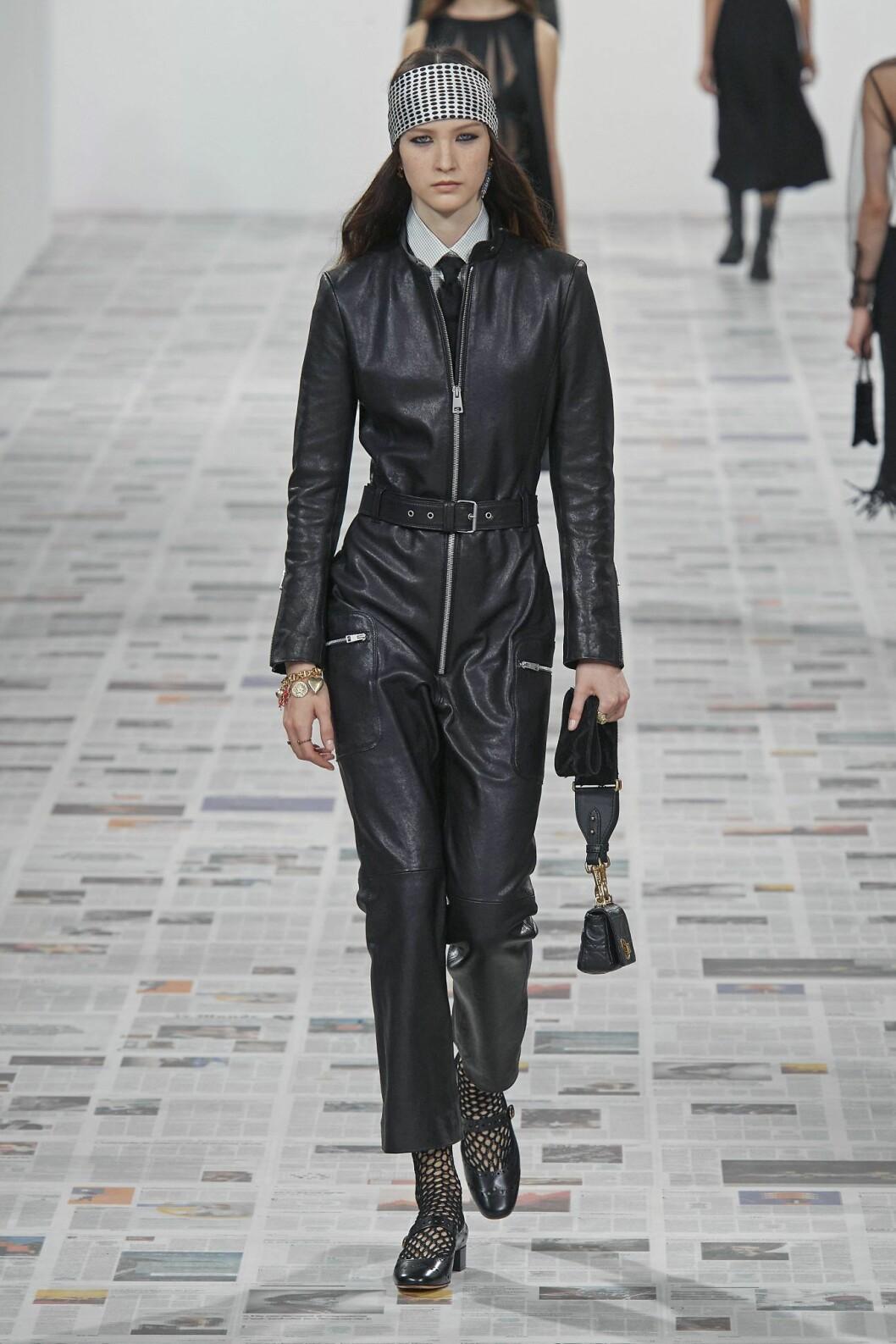 Läderuniform a la Dior.