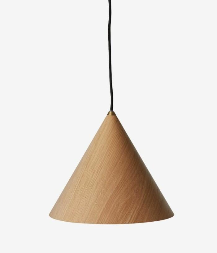 Lampa med träskärm från CO Bankeryd