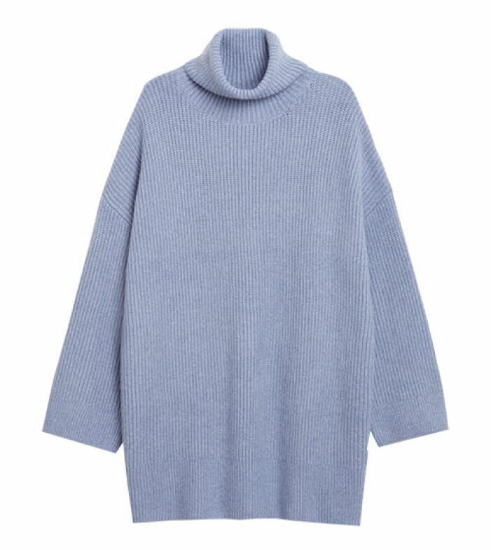 lång blå stickad tröja