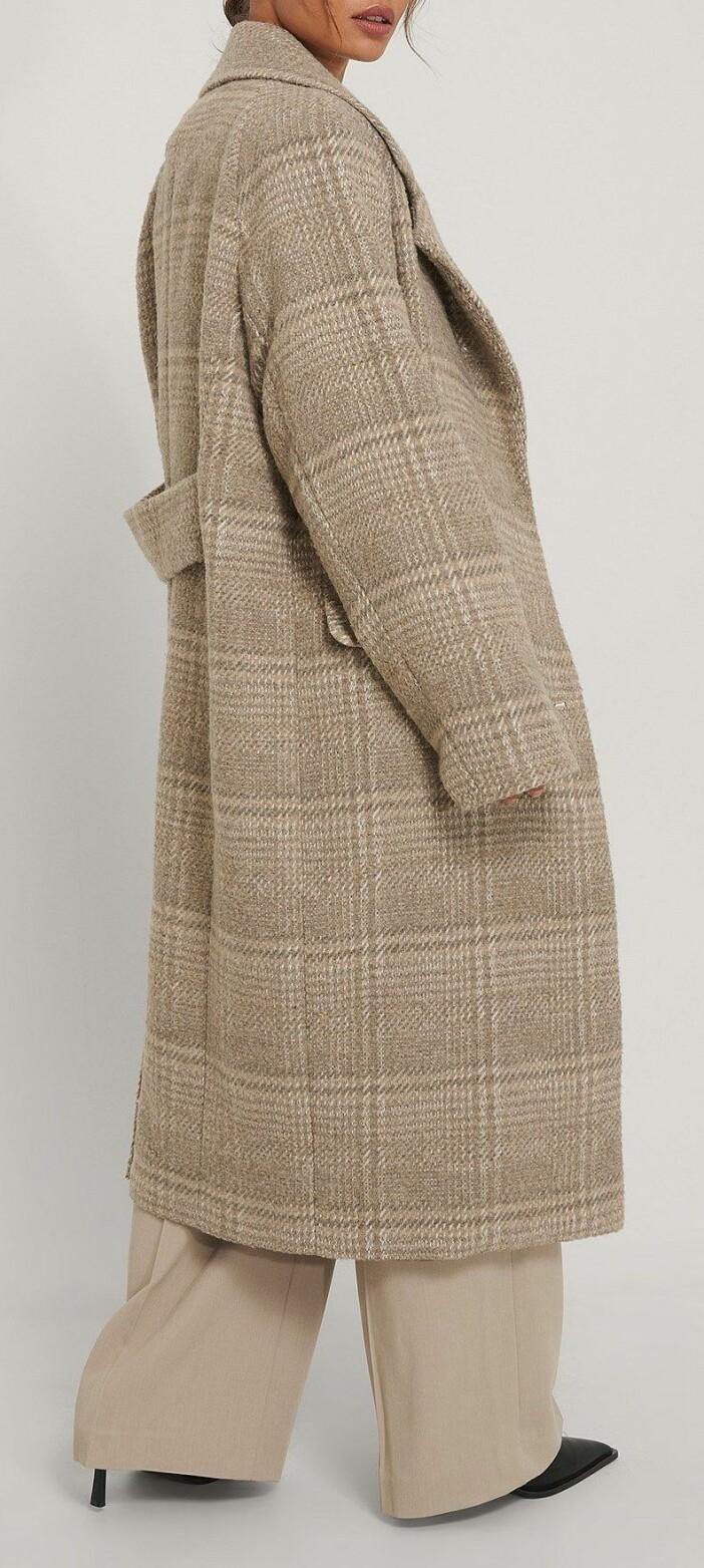 Lång oversized kappa med rutmönster från Na-kd