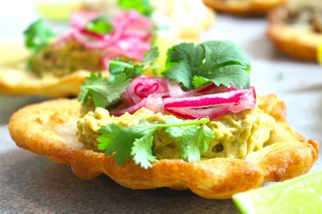 Langos med pulled chicken & guacamoleröra.