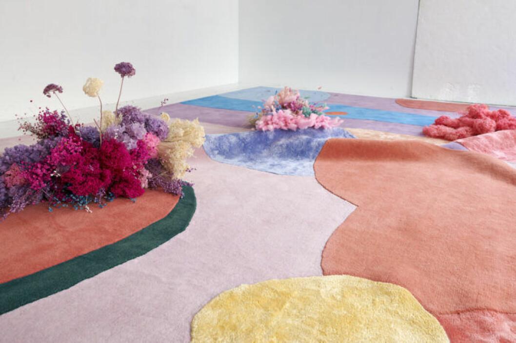 Matta med asbtrakta blommor av Poppykalas
