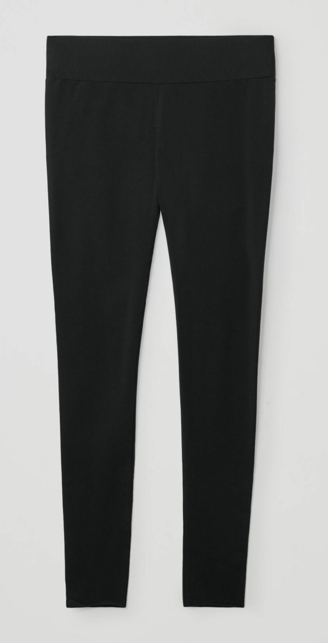 Ännu ett par sömlösa leggings! Dessa från COS finns i svart och har ett brett, dekorativ resår i midjan.