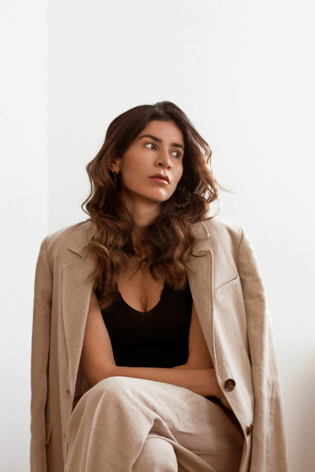 ELLEs Leyla Aksoy, även känd som @leyglow på Instagram