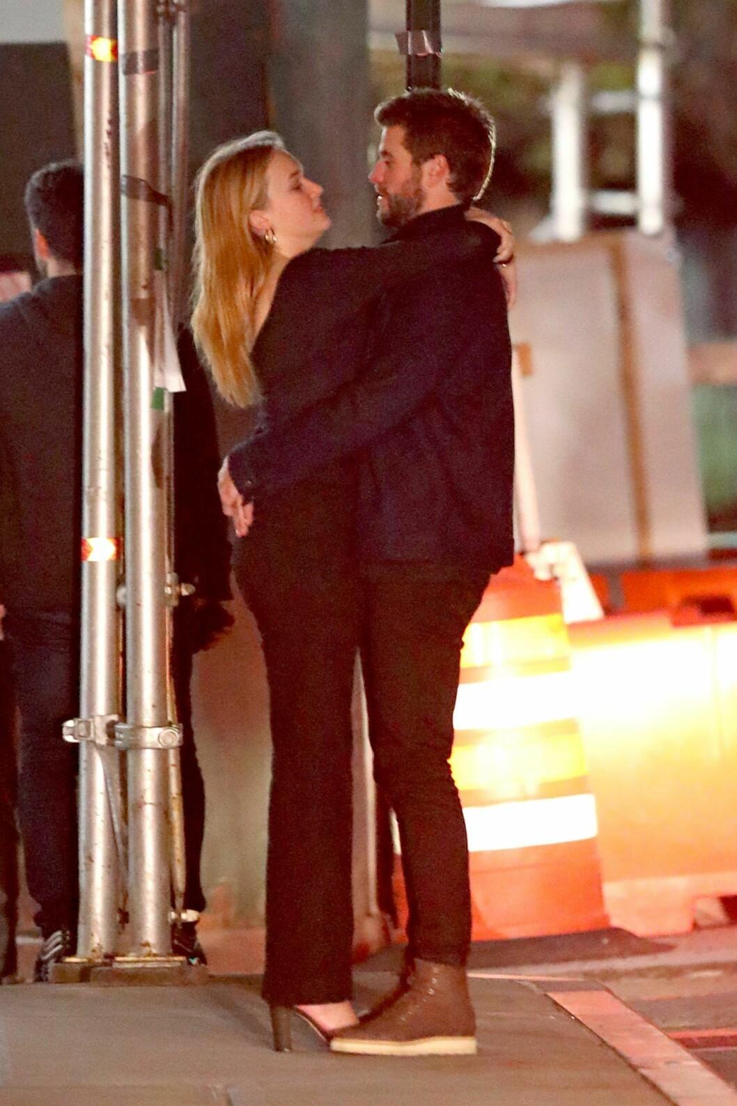 Liam Hemsworth på dejt