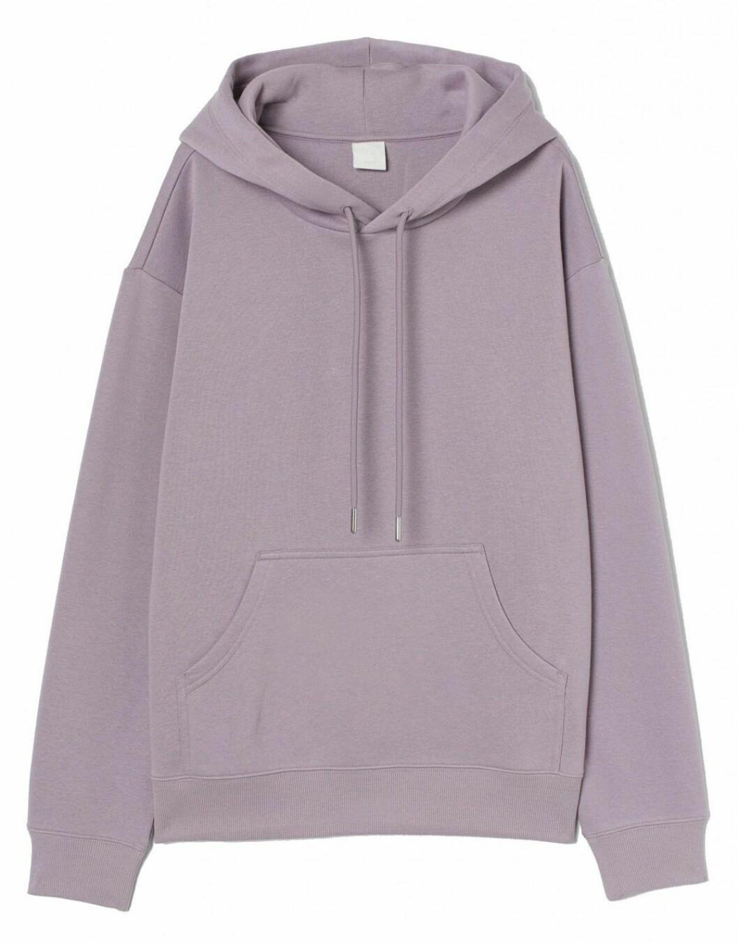 Lila hoodie i oversized modell från H&M.