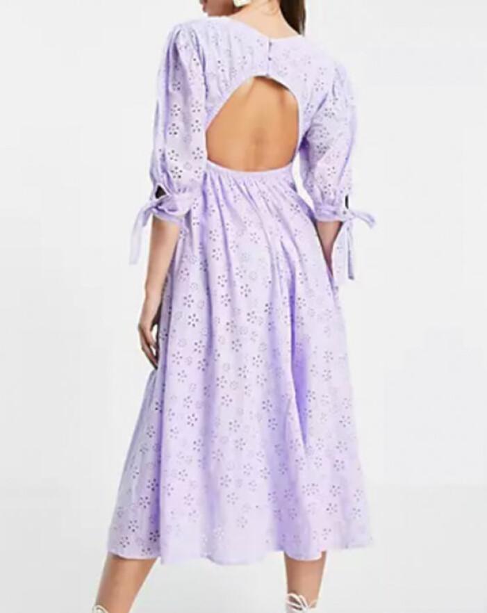 lila midiklänning