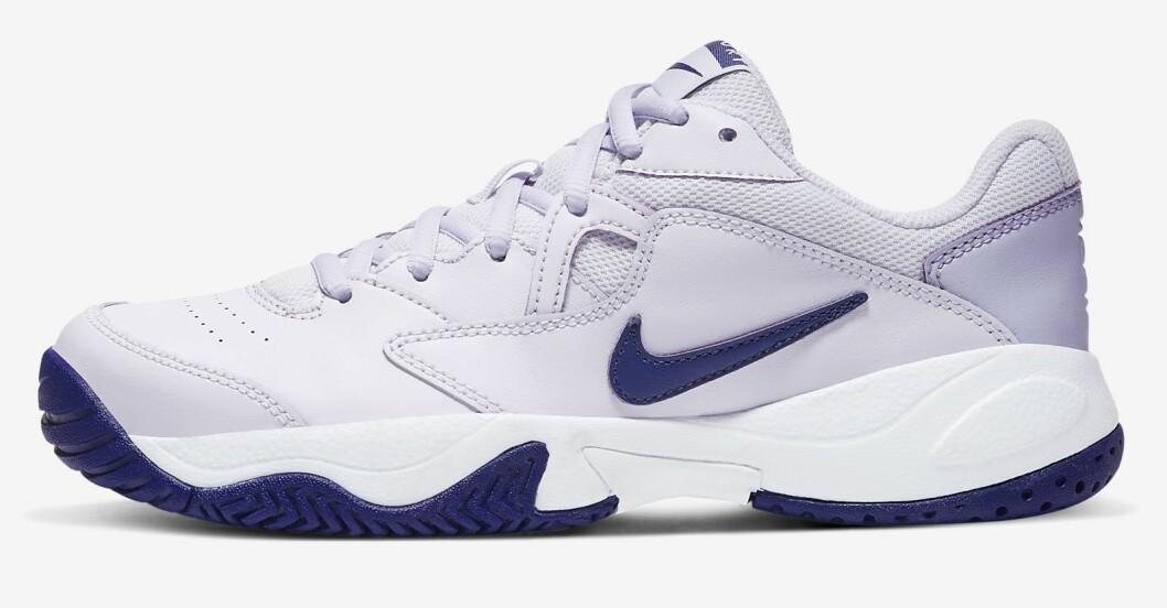 lila sneakers från Nike.