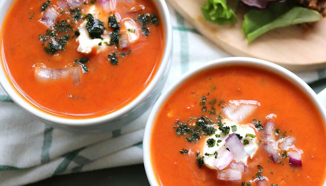 Vegansk linssoppa med tomat.