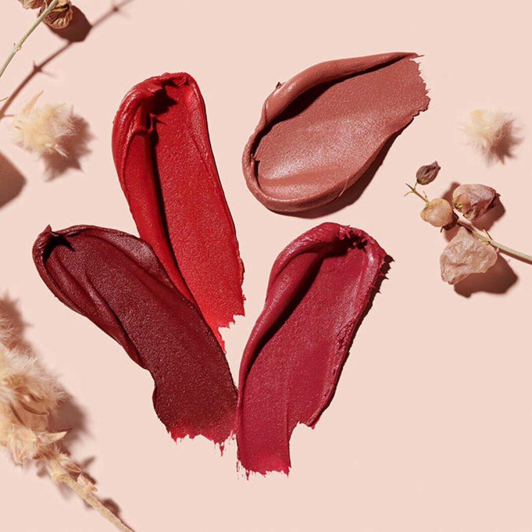 Produktfoto läppstift utsmetat i olika färger.
