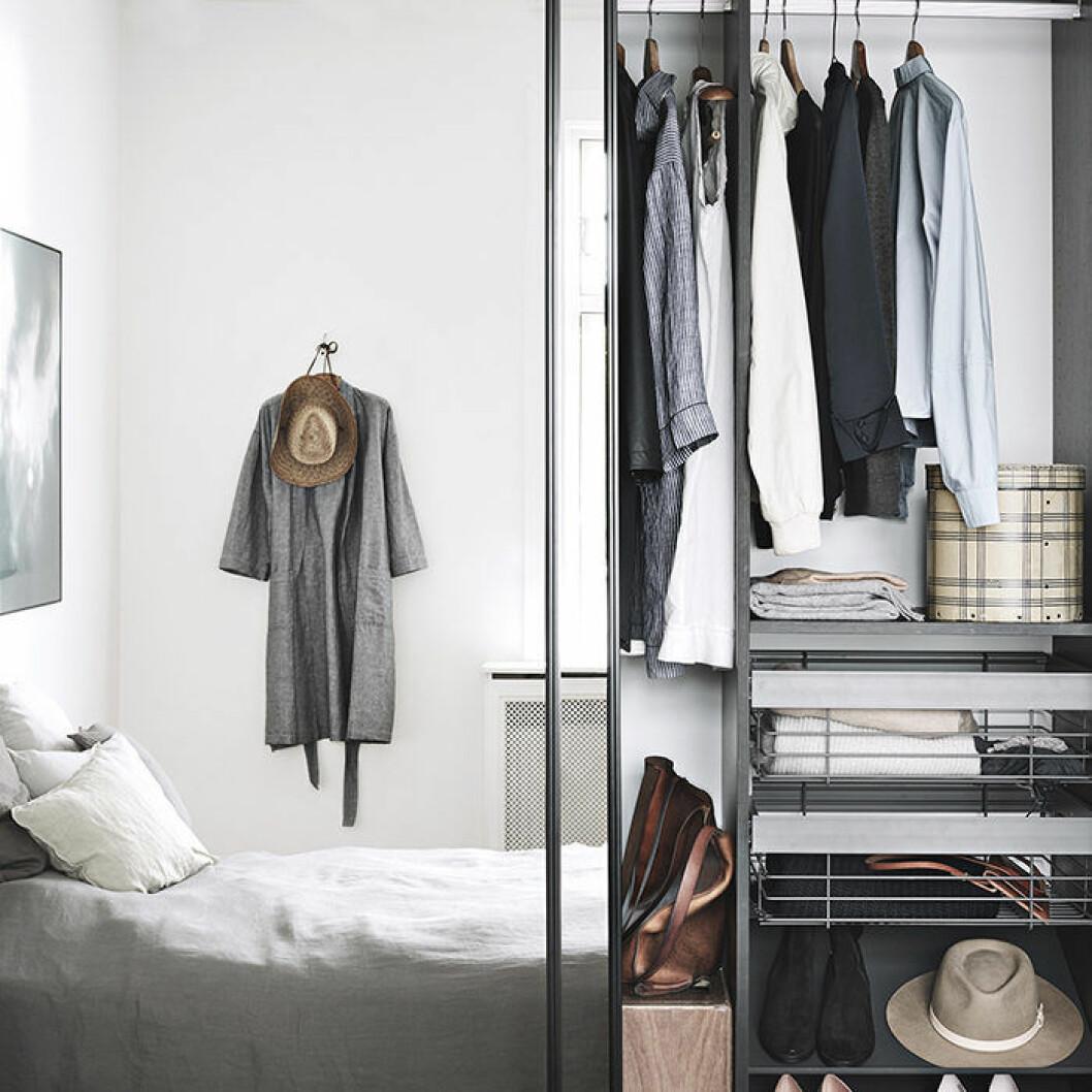 garderob med spegeldörrar