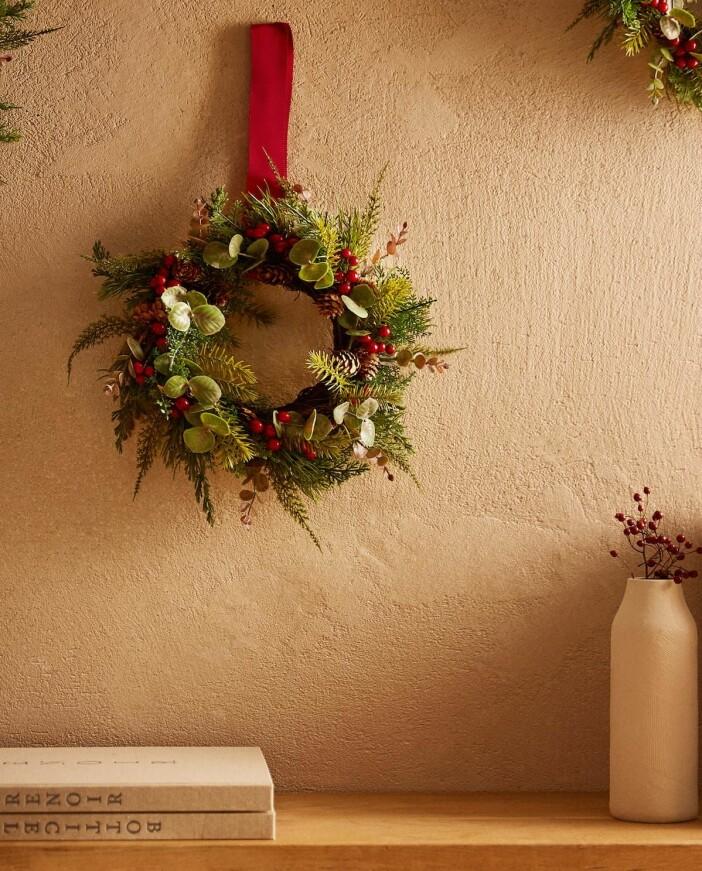 liten julkrans i grönt och rött från zara home