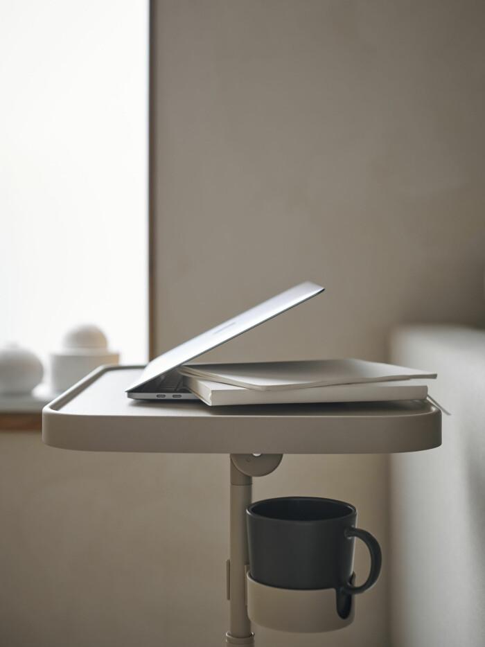 litet bord för hemmakontor