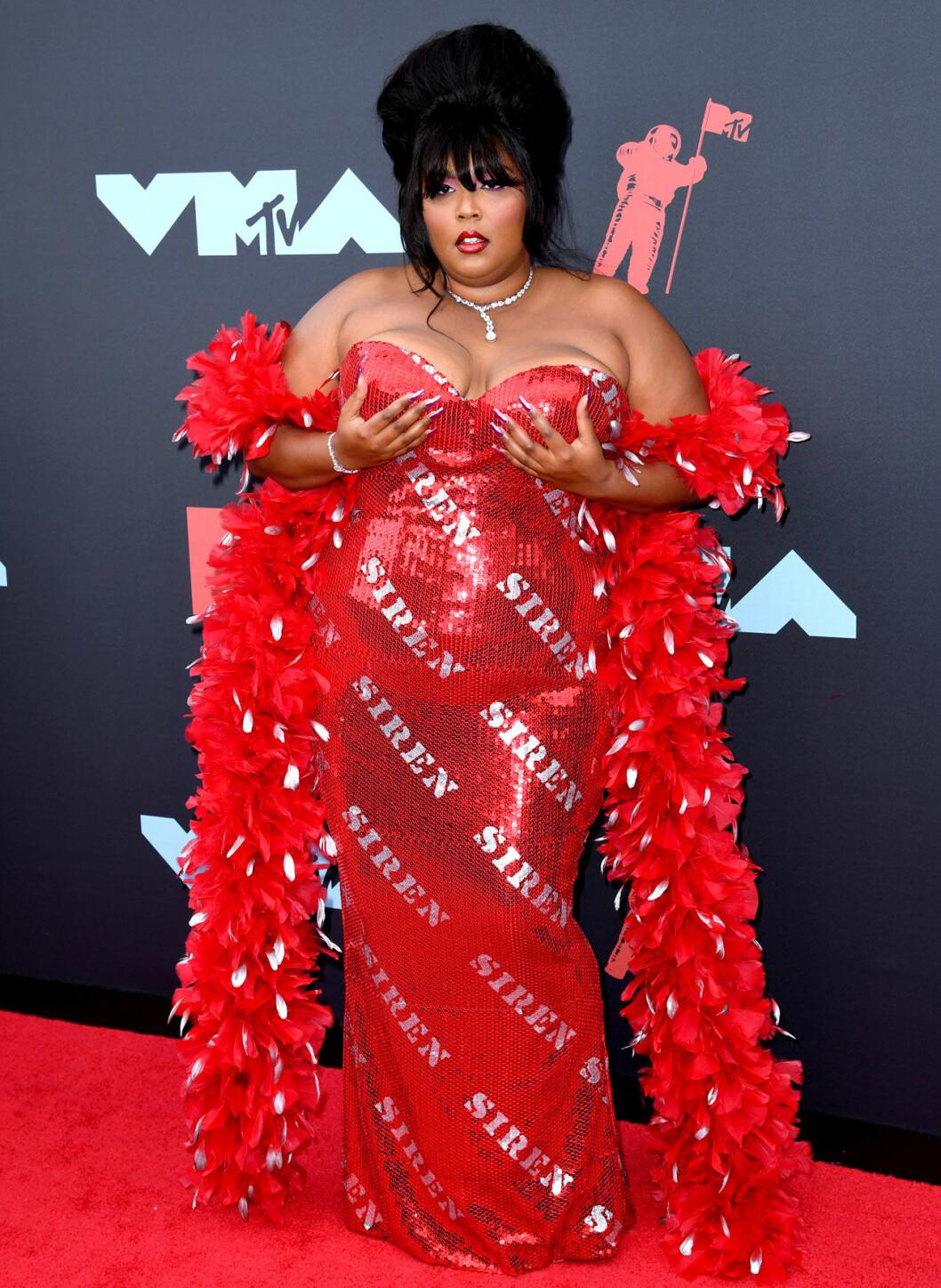 Lizzo på röda mattan på VMA 2019