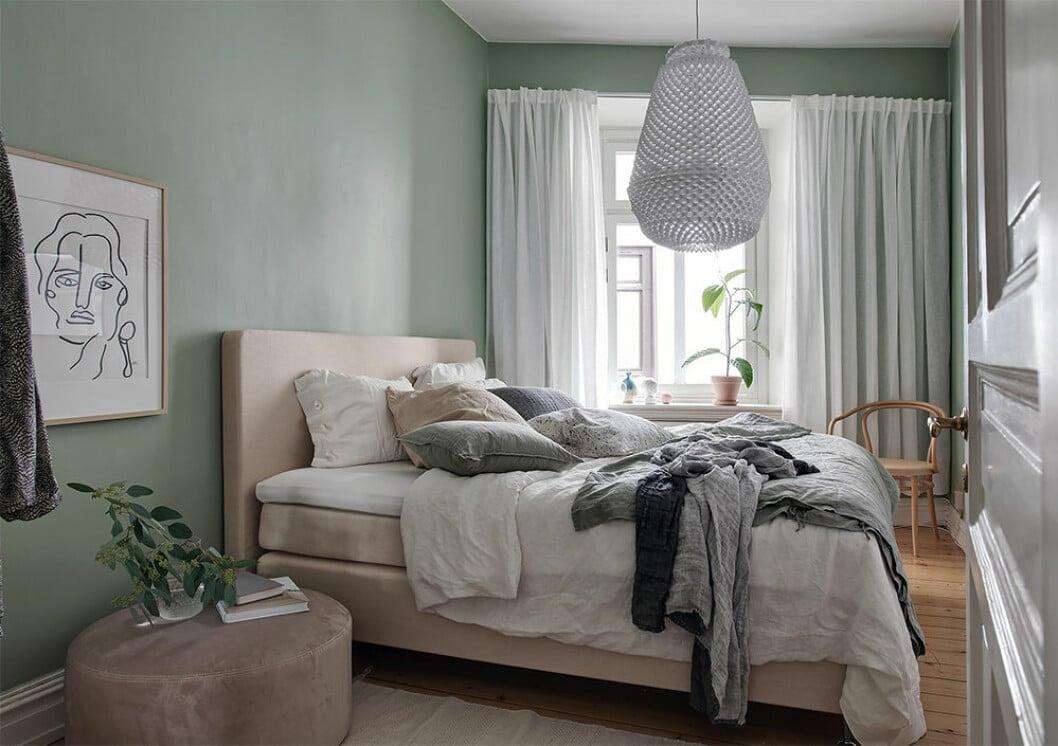 Sovrum med ljusgröna väggar