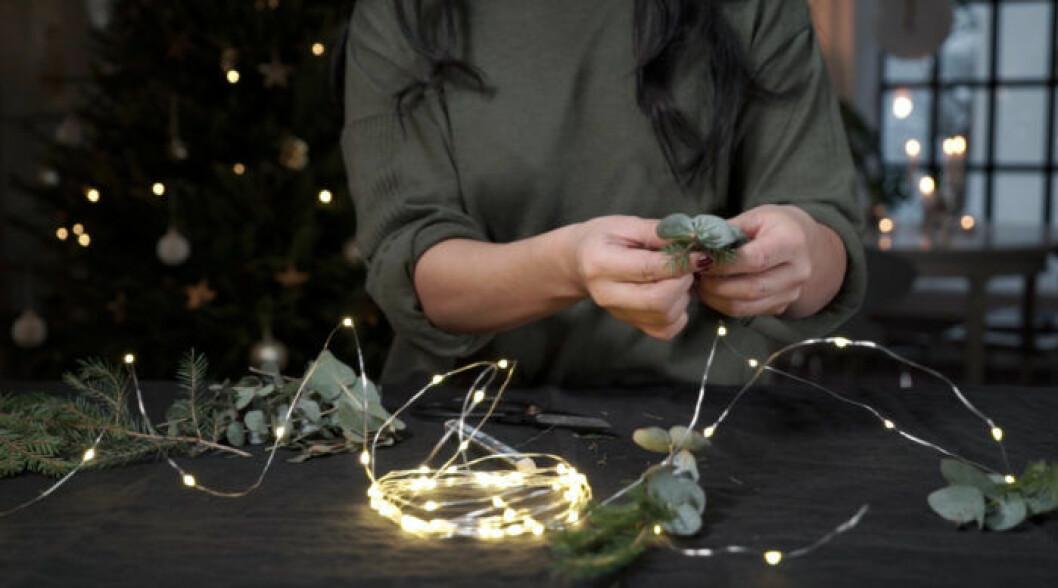 Julpyssel med julblommor