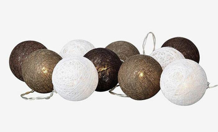 Ljusslinga med bruna och vita bollar från Markslöjd
